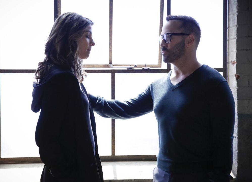 Sara (Natalia Tena, l.); Tanner (Jeremy Piven, r.) - Bildquelle: Cliff Lipson Cliff Lipson   2017 CBS Broadcasting, Inc. All Rights Reserved.