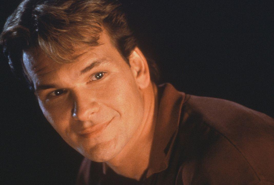 Der tote Sam (Patrick Swayze) lächelt selig ... - Bildquelle: Paramount Pictures
