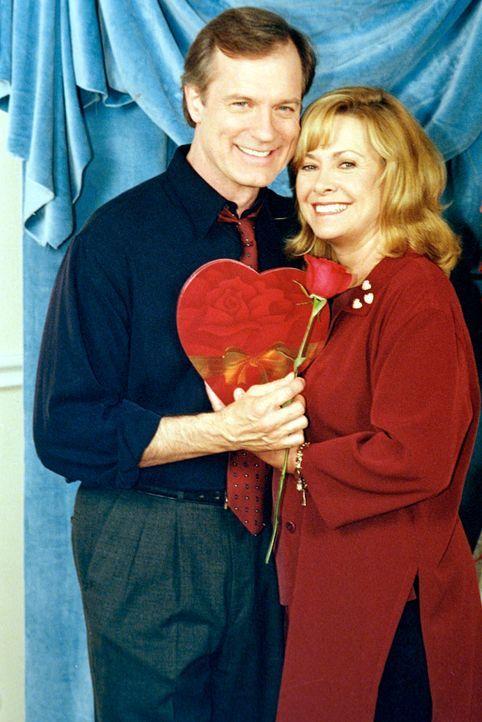 Natürlich hat Eric (Stephen Collins, l.) an den Valentinstag gedacht und eine Überraschung für seine Frau Annie (Catherine Hicks, r.) vorbereitet ..... - Bildquelle: The WB Television Network