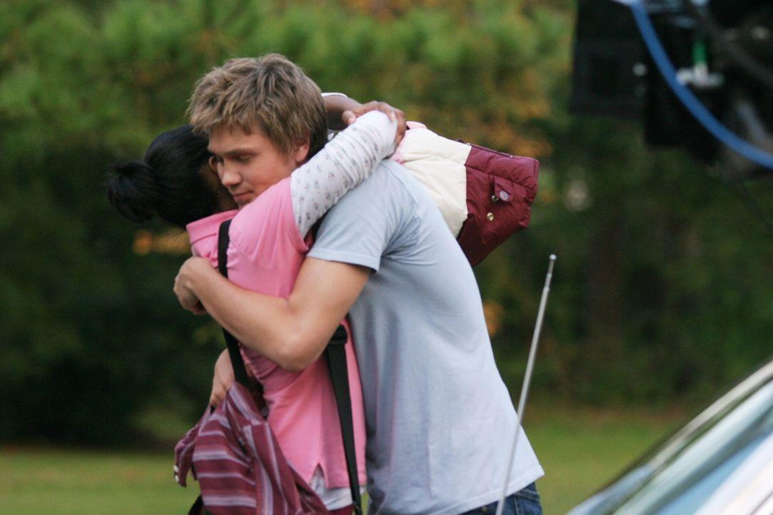 Lucas (Chad Michael Murray, r.) kann es kaum glauben, als er plötzlich seine alte Freundin Faith (Mekia Cox, l.) trifft ... - Bildquelle: Warner Bros. Pictures
