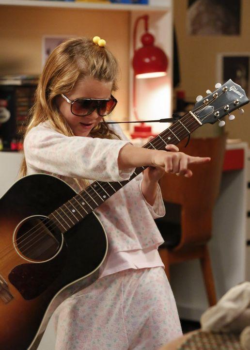 Nutzt die Gunst der Stunde, wenn ihre Eltern nicht Zuhause sind und lediglich ihre Großmutter auf sie aufpasst: Missy (Raegan Revord) ... - Bildquelle: Warner Bros.