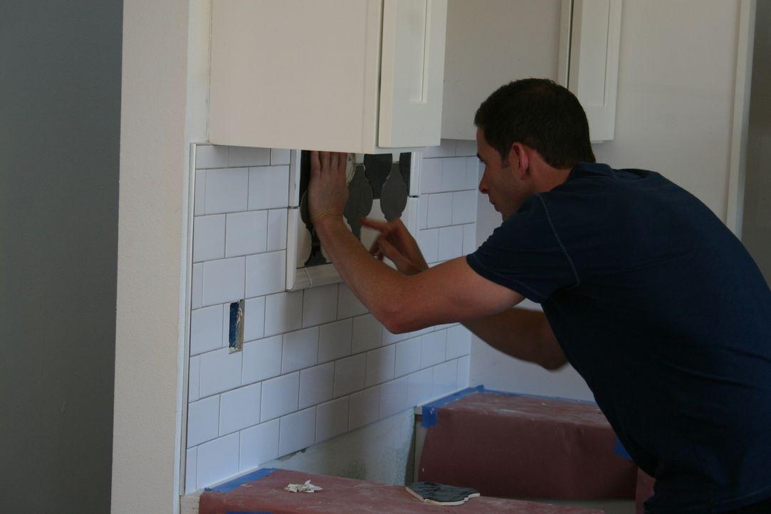 In der Küche legt Tarek selbst Hand an. Doch er hat einen Fehler bei der Planung gemacht - kann er diesen noch ausbessern? - Bildquelle: 2015,HGTV/Scripps Networks, LLC. All Rights Reserved