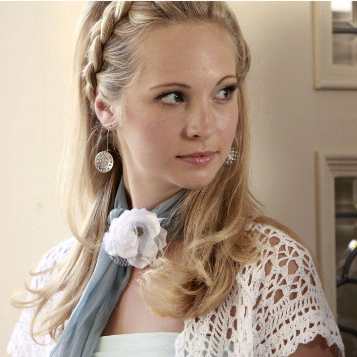 Vampire Diaries Früher und Heute: Caroline Früher - Bildquelle: Warner Bros. Entertainment Inc.