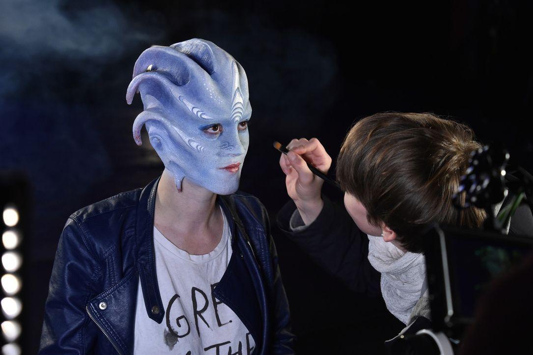 Jennifer B. verwandelt sich in ein Medusa-Mädchen ... - Bildquelle: Andre Kowalski Sixx