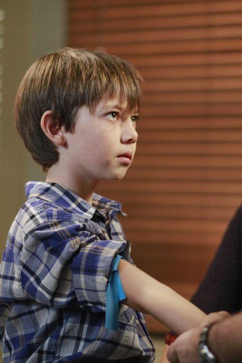 Cooper lernt seinen mutmaßlichen Sohn Mason (Griffin Gluck) kennen und ist sofort Feuer und Flamme ... - Bildquelle: ABC Studios