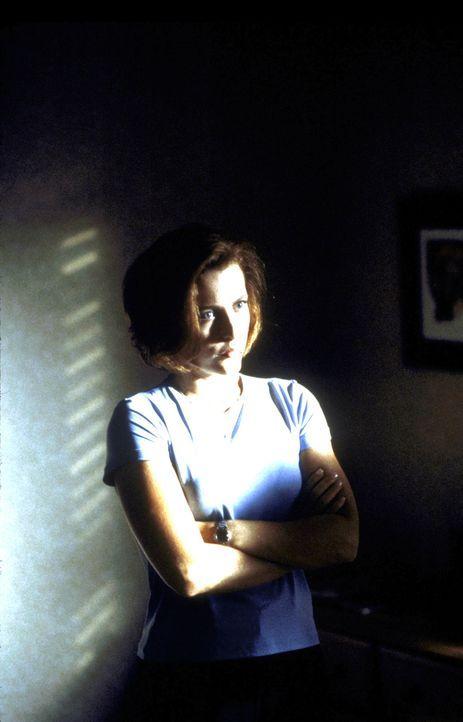 Scully (Gillian Anderson) erfährt, dass ihre Krebserkrankung durch ein außerirdisches Virus verursacht wurde. - Bildquelle: TM +   2000 Twentieth Century Fox Film Corporation. All Rights Reserved.
