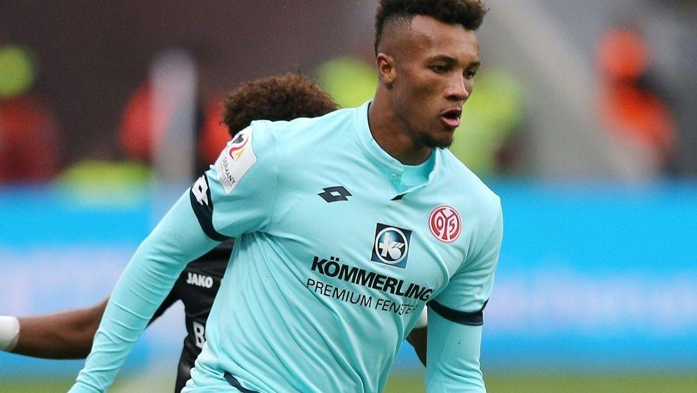 Gbamin erzielt das 1:0 für die Rheinhessen - Bildquelle: FIROFIROSID