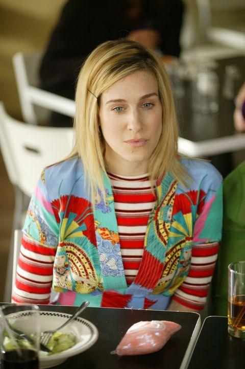 Nach Schwelgereien in der Erinnerung kommt Carrie (Sarah Jessica Parker) Big wieder in den Sinn. Sie beschließt, ihn anzurufen ... - Bildquelle: Paramount Pictures