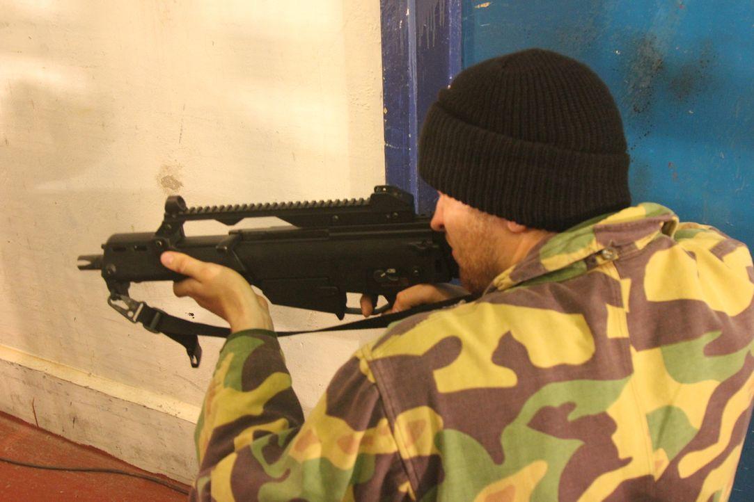 Eine der gefährlichsten Geiselnahmen unserer Zeit: 40 schwerbewaffnete islamistische Terroristen besetzen ein Moskauer-Theater mit über 800 unschuld... - Bildquelle: MMXII World Media Rights Limited