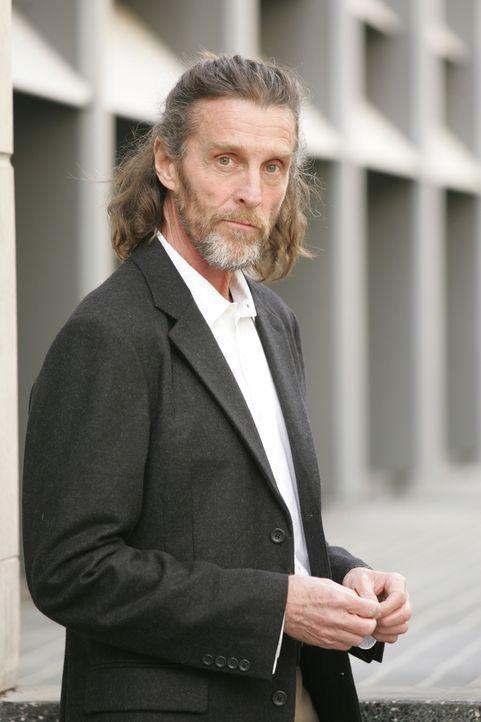 Die Ermittler bekommen bei ihrem neuen Fall Hilfe von einem Mann namens Kraft (John Glover), dessen Visionen zum Auffinden der Leichen beigetragen h... - Bildquelle: Paramount Network Television