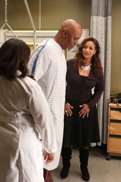 Weil die Ärzte Dr. Webber (James Pickens Jr.,M.) nicht wie alle anderen Patienten behandeln, sondern ihn nur mit Samthandschuhen anfassen, will ihn... - Bildquelle: ABC Studios