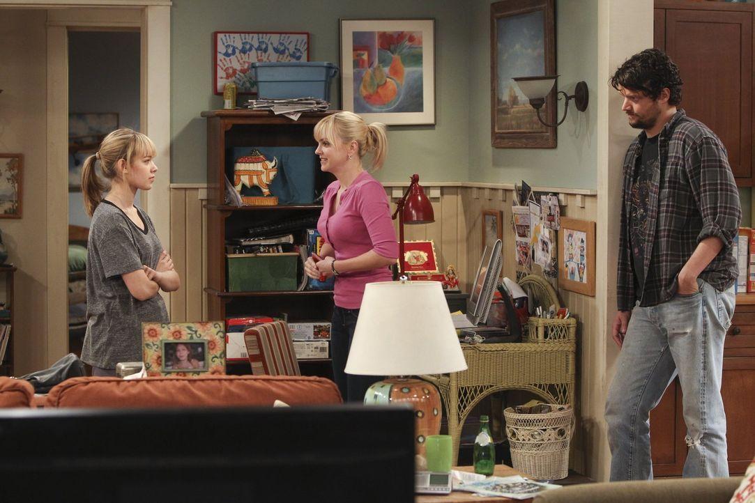 Als Christy (Anna Faris, M.) ihrer Tochter Violet (Sadie Calvano, l.) vorwirft, nicht allzu wählerisch bei ihrem Freund Luke gewesen zu sein, hat si... - Bildquelle: Warner Bros. Television