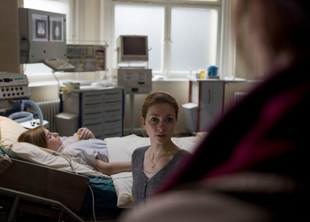 Bei dem Einsturz der Eishalle wird Milenas (Loretta Stern) Tochter schwer verletzt. Eine schreckliche Zeit des Bangens beginnt ... - Bildquelle: SAT.1