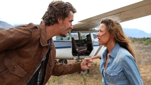 Buschpiloten küsst man nicht - Für Maria (Alexandra Neldel, r.) ist Paul (Max...