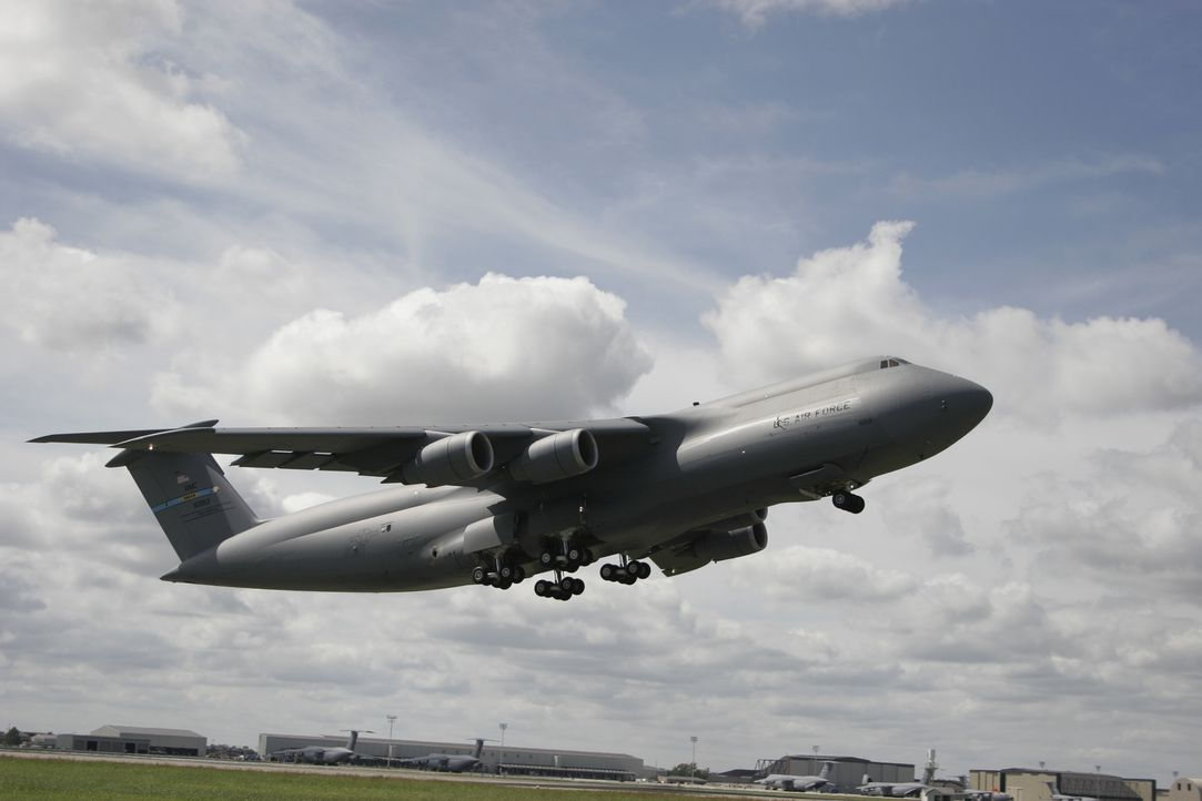 Die Lockheed C-5 Galaxy ist ein militärisches Großraumtransportflugzeug, das Anfang der 1960er Jahre für die US Air Force entwickelt wurde und dort... - Bildquelle: EXPLORATION PRODUCTION INC./DISCOVERY