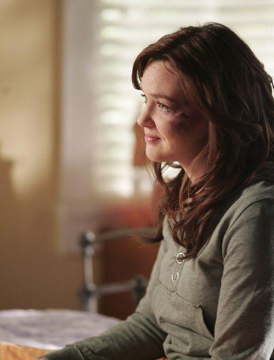 Schwer gezeichnet: Lori (April Matson) fühlt sich nach ihrem Angriff stark verunsichert. Sie weiß noch nicht, wer hinter der Tat steckt ... - Bildquelle: TOUCHSTONE TELEVISION