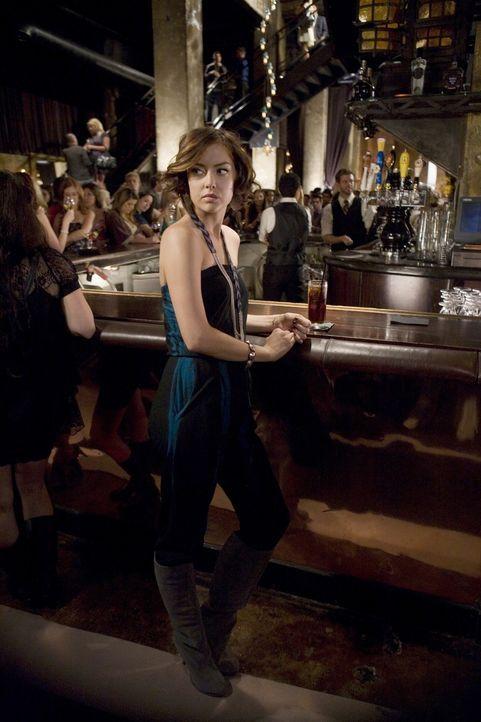 Silver (Jessica Stroup) sorgt sich um Adrianna - hoffentlich greift sie nicht wieder zu Drogen, um ihren Schmerz zu unterdrücken... - Bildquelle: TM &   CBS Studios Inc. All Rights Reserved