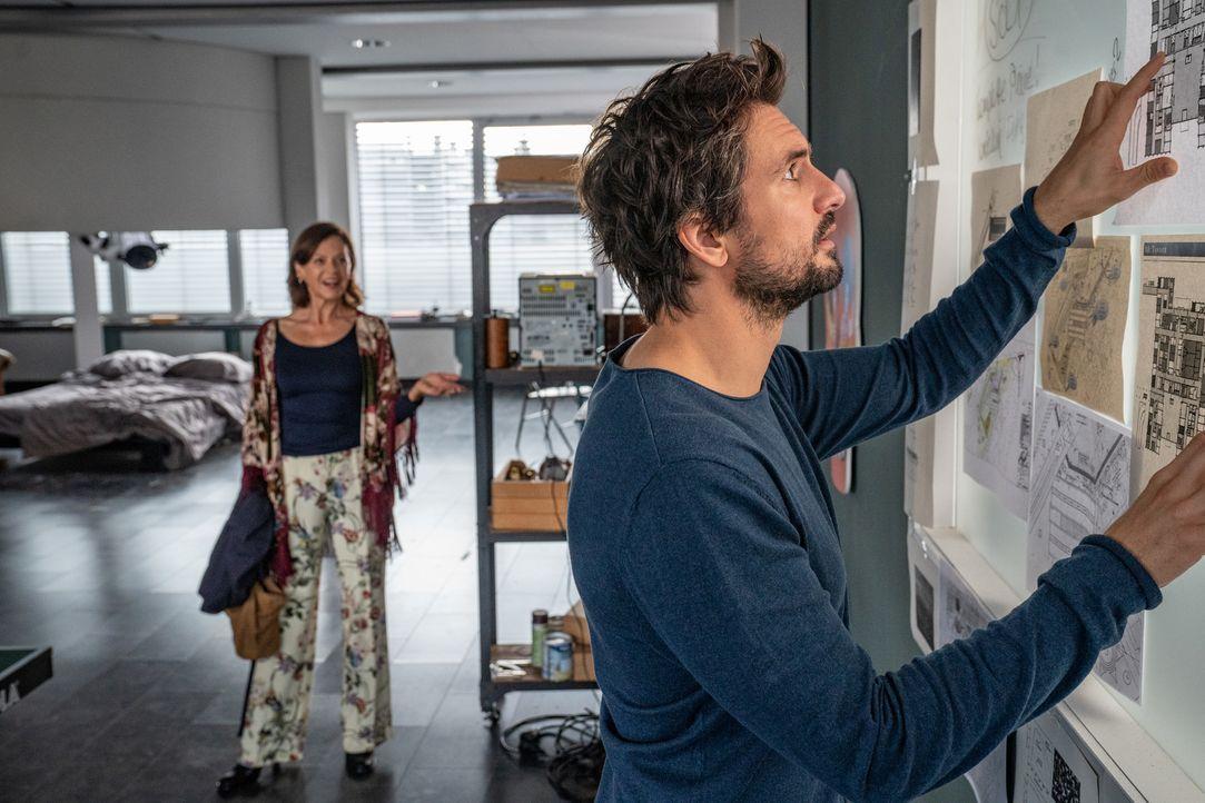 """Constanze Winterberg (Angela Roy, l.); Felix """"Einstein"""" Winterberg (Tom Beck, r.) - Bildquelle: Wolfgang Ennenbach SAT.1/Wolfgang Ennenbach"""