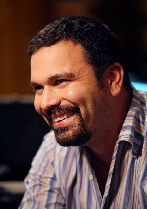Carlos (Ricardo Antonio Chavira) möchte nach der Scheidung von Gabrielle seine Chancen beim weiblichen Geschlecht testen und verabredet sich zu eine... - Bildquelle: 2005 Touchstone Television  All Rights Reserved