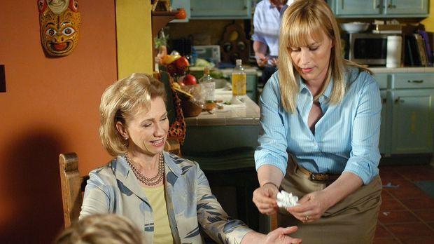 Allison (Patricia Arquette, r.) gibt sich große Mühe, denn sie will ihrer Sch...