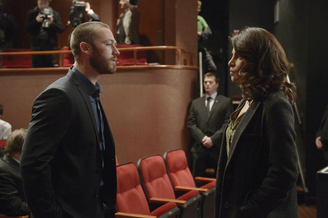 Hat ihre Liebe eine Chance? Alex (Priyanka Chopra, r.) und Ryan (Jake McLaughlin, l.) ... - Bildquelle: Philippe Bosse 2015 ABC Studios