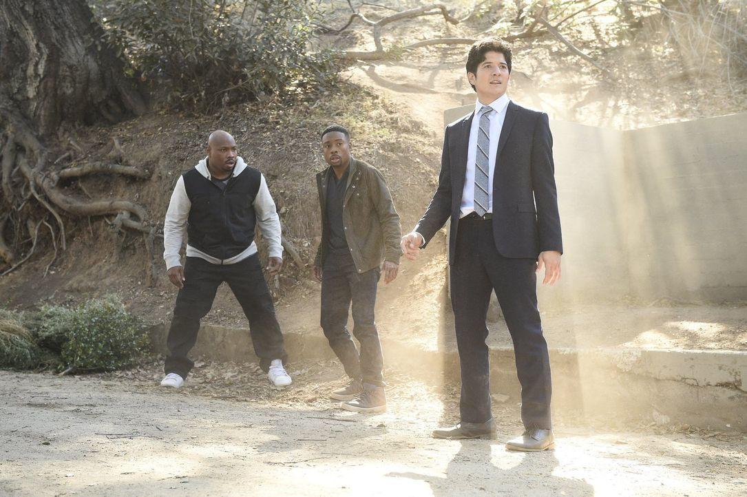 Zusammen versuchen Carter (Justin Hires, M.), Lee (Jon Foo, r.) und Gerald (Page Kennedy, l.), einen neuen Fall aufzudecken. Doch dies ist leichter... - Bildquelle: Warner Brothers