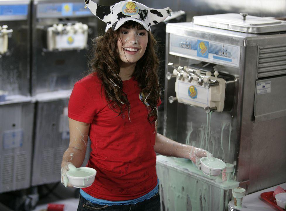 Um einen typisch amerikanischen Teenager überzeugend darstellen zu können, muss die Prinzessin im Schutzprogramm, Rosie (Demi Lovato), ihr eigenes... - Bildquelle: Disney