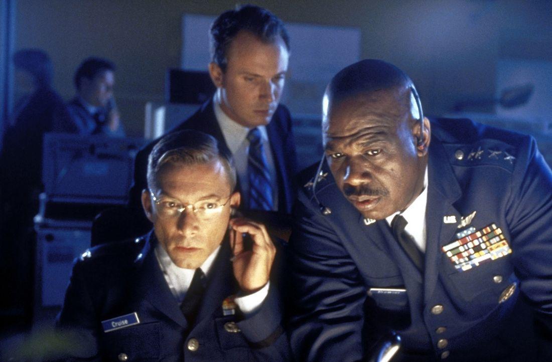 Die BND und die CIA folgen Nina auf Schritt und Tritt. Und somit auch Erkan und Stefan. - Bildquelle: Constantin Film