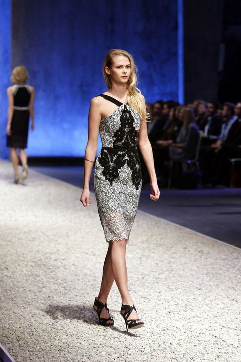 GNTM-Stf10-Epi03-Fashionshow-45-ProSieben-Richard-Huebner - Bildquelle: ProSieben/Richard Huebner