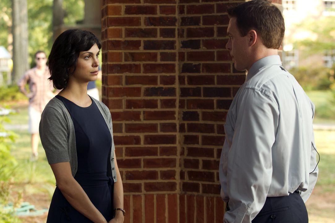 Die Ungewissheit macht  Jessica (Morena Baccarin, l.) und Mike (Diego Klattenhoff, r.) nervös ... - Bildquelle: 2011 Twentieth Century Fox Film Corporation. All rights reserved.