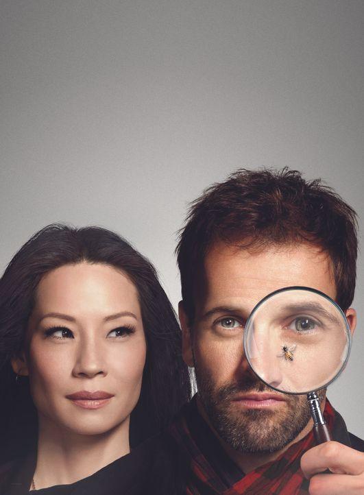 (3. Staffel) - Elementary: Sherlock Holmes (Jonny Lee Miller, r.) und Joan Watson (Lucy Liu, l.) lösen im heutigen New York spannende Kriminalfälle... - Bildquelle: CBS Television