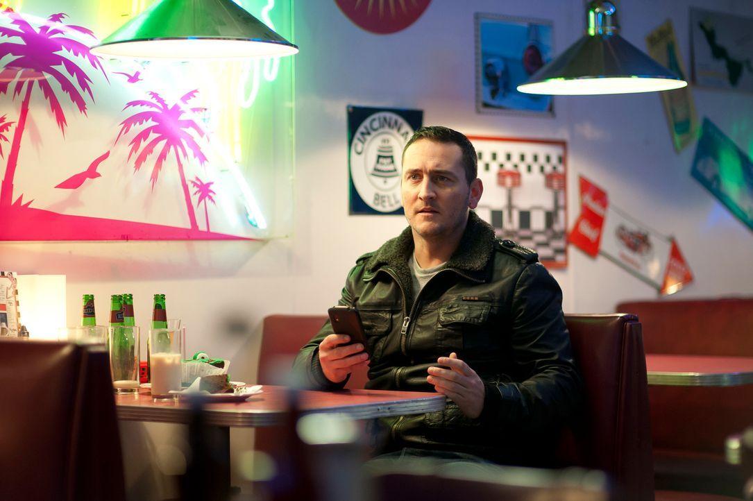 David versucht immer noch, sich aus Mias Bann zu befreien. Er trifft sich deshalb mit Ellie ...