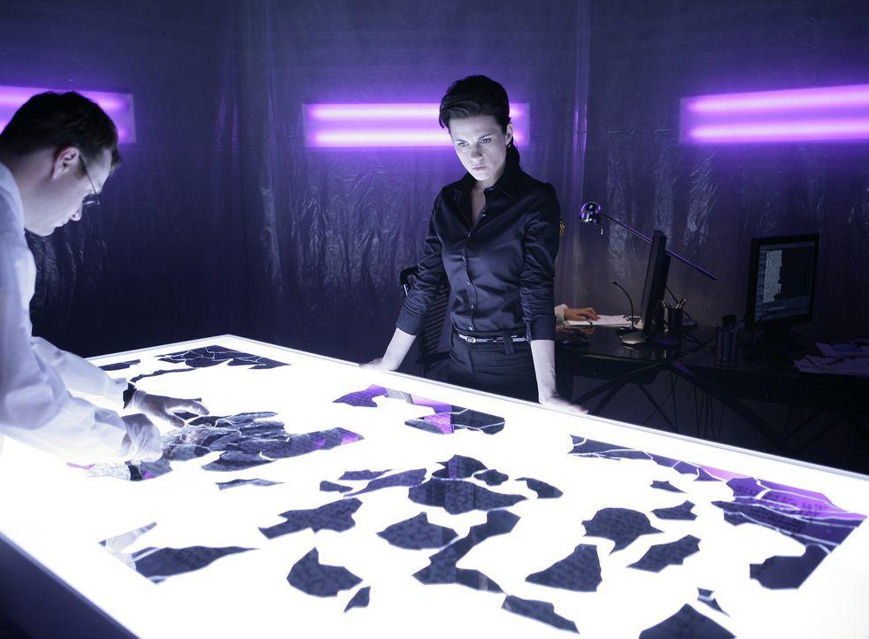 Emily (Leah Cairns) kann nicht verhindern, dass Stephen das Unternehmen verlässt ... - Bildquelle: TOUCHSTONE TELEVISION