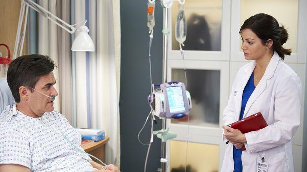 Nicht alle Patienten sind mit Alex' (Erica Durance, r.) Arbeit zufrieden. Wie...