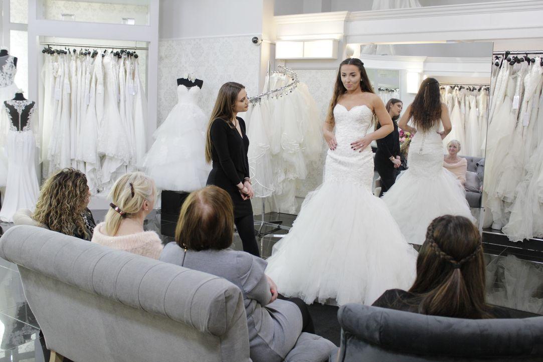 Uwa wünscht sich eine Hochzeit mit royalem Flair. Sie sucht ein Kleid, das d... - Bildquelle: International Networks & Discovery Communications