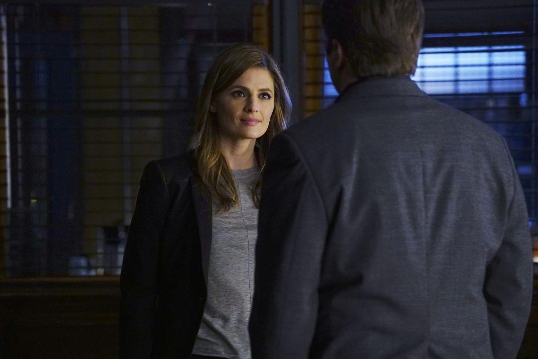 Während Beckett (Stana Katic) im NYPD-Ausbildungszentrum ermittelt, kämpft Castle mit einer Entscheidung, die für ihn und Beckett alles verändern kö... - Bildquelle: Richard Cartwright 2016 American Broadcasting Companies, Inc. All rights reserved.