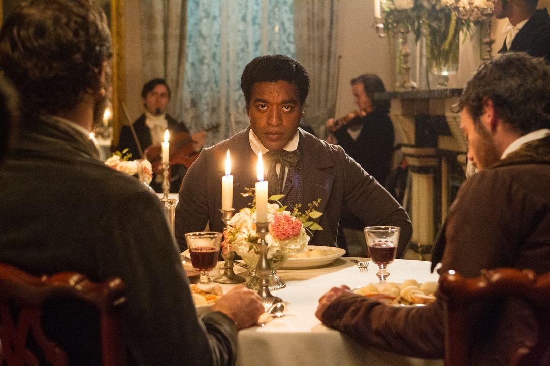 1841, Saratoga Springs, New York: Solomon Northup (Chiwetel Ejiofer) lebt als freier Afroamerikaner ein bescheidenes, aber komfortables Leben mit se... - Bildquelle: TOBIS FILM