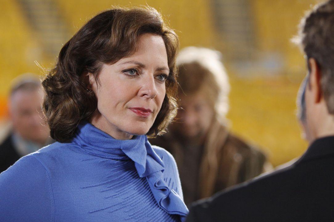 Wird von ihrer Vergangenheit eingeholt: Crystal Cohen (Allison Janney) - Bildquelle: Sony Pictures Television Inc. All Rights Reserved.