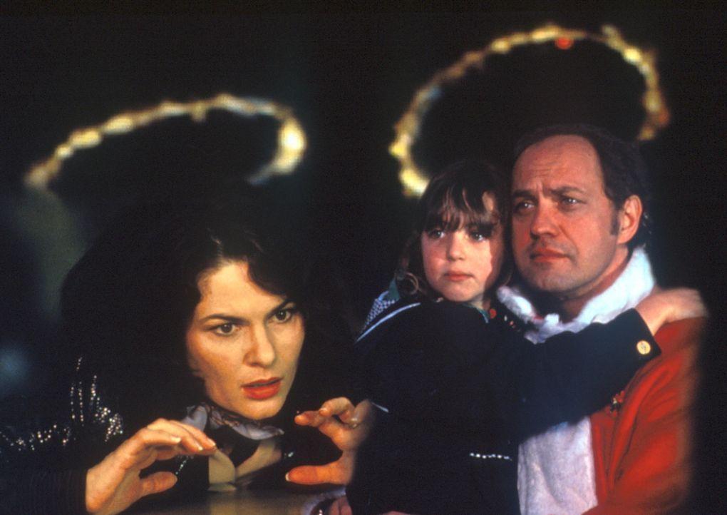 Auf der Flucht vor dem Weihnachtstrubel gerät die erfolgreiche TV-Moderatorin Charlotte Becker (Barbara Auer, l.) an den spießigen Vertreter Mause... - Bildquelle: ProSieben