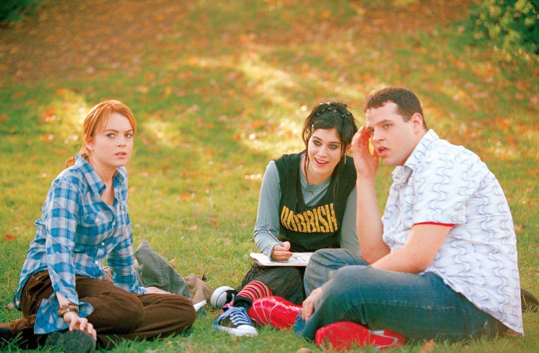 An der neuen Schule werden schon bald die beiden Außenseiter Damian (Daniel Franzese, r.) und Janis (Lizzy Caplan, M.) Cadys (Lindsey Lohan, l.) bes... - Bildquelle: Paramount Pictures