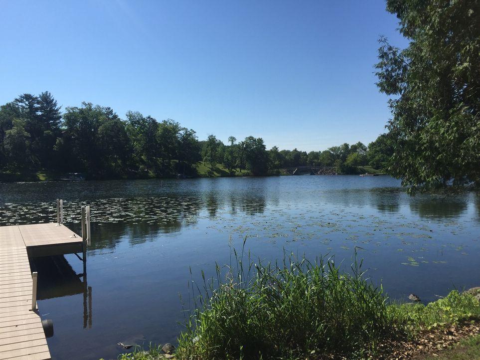 In Polk County, Wisconsin wollen sich Jenny und Brett ihren Traum vom Haus am See verwirklichen. Zusammen mit ihren Kindern und Freunden möchten sie... - Bildquelle: 2015,HGTV/Scripps Networks, LLC. All Rights Reserved