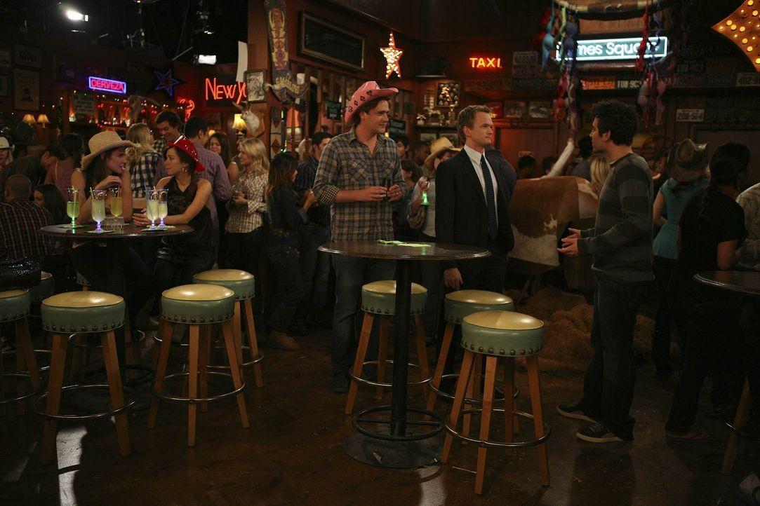 Verbringen einen besonderen Abend: Ted (Josh Radnor, r.), Marshall (Jason Segel, M.), Barney (Neil Patrick Harris, 2.v.r.), Lily (Alyson Hannigan, 2... - Bildquelle: 20th Century Fox International Television