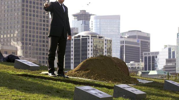 Lex hat Lionel Luther ermordet. Auf seiner Beerdigung ist auch Clark (Tom Wel...