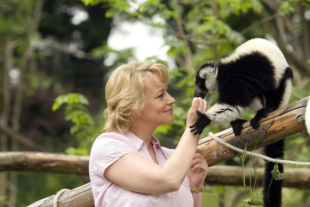 Sonja (Floriane Daniel) hängt mit ganzer Seele an den Tieren ihres Zoos. - Bildquelle: Thomas Kost Sat.1
