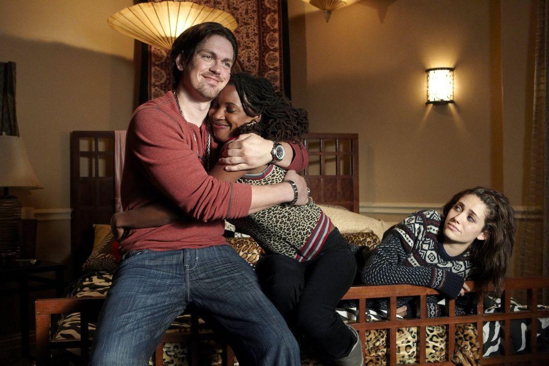 Auch wenn ihre Beziehung zu Steve problematisch ist: Fiona (Emmy Rossum, r.) hat immer noch ihre Freunde Veronica (Shanola Hampton, M.) und Kevin (S... - Bildquelle: 2010 Warner Brothers