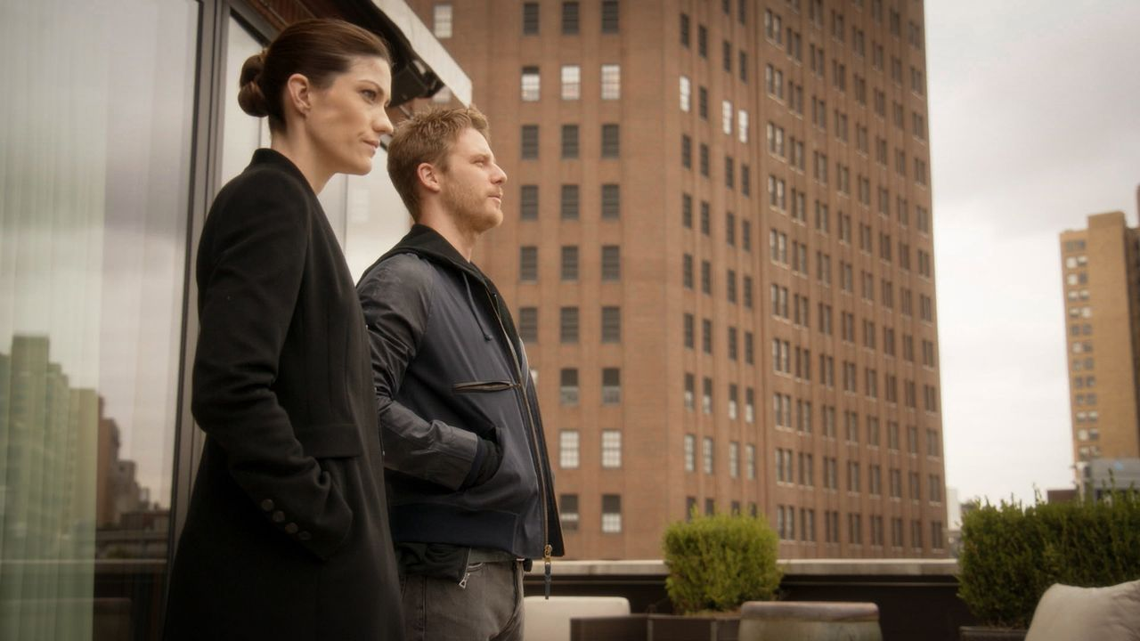 Bei den Ermittlungen: Brian (Jake McDorman, r.) und Rebecca (Jennifer Carpenter, l.) ... - Bildquelle: 2015 CBS Broadcasting, Inc. All Rights Reserved