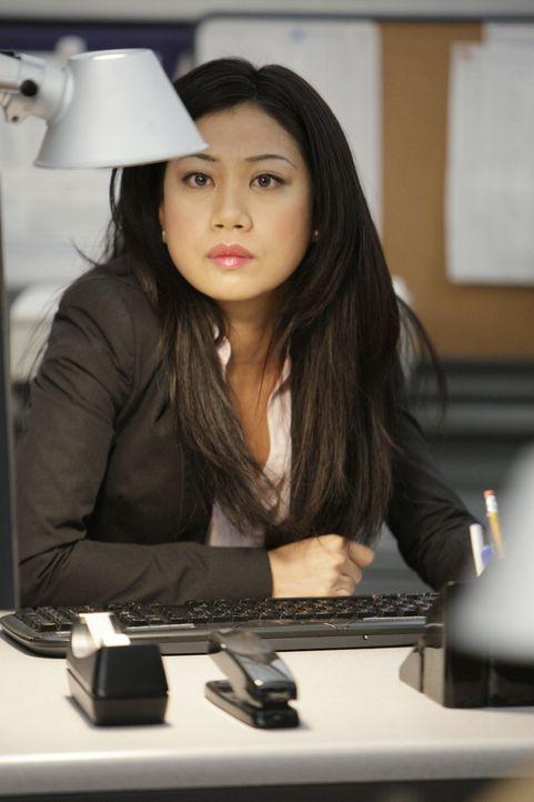 Nachdem sein Team aufgelöst wurde, muss Gibbs mit neuen Kollegen ermitteln - darunter NCIS Special Agent Michelle Lee (Liza Lapira) ... - Bildquelle: CBS Television