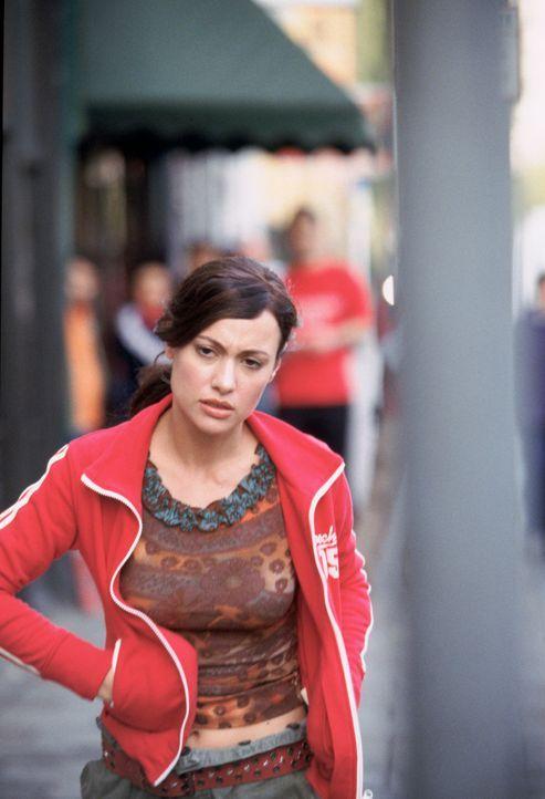 Carmen (Natalia Verbeke) steckt in der Zwickmühle: Sie will weder ihren Verlobten verlieren, noch den jungen Draufgänger Kit. Ersteren liebt sie, de...