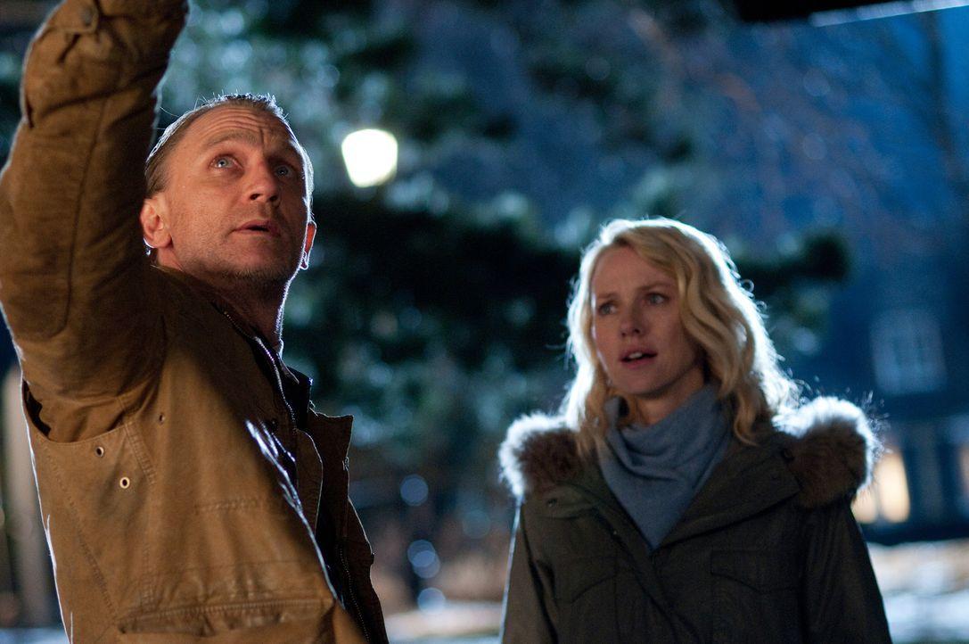 Noch ahnt Will (Daniel Craig, l.) nicht, dass seine Nachbarin Ann Patterson (Naomi Watts, r.) mehr über die brutalen Morde in seinem Haus weiß ... - Bildquelle: 2011 Universal Studios