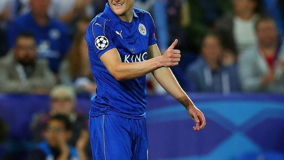 Daumen hoch: Jamie Vardy verlängert bei Leicester City - Bildquelle: PIATHLONPIATHLONSID